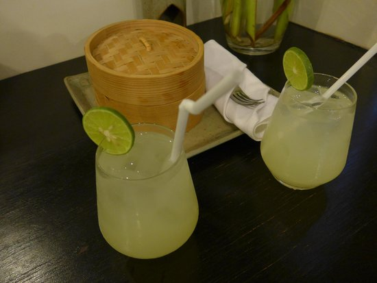 Sojourn Boutique Villas: Welcome drinks and snacks for the room