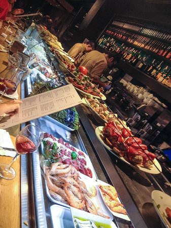 Cervecería Catalana : One side of the tapas display