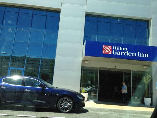 Hilton Garden Inn Sevilla : Devanture de l'hôtel