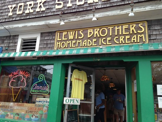 Lewis Brothers Homemade Ice Cream: Store