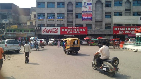 Bade Bhai Ka Brothers Dhaba : From outside