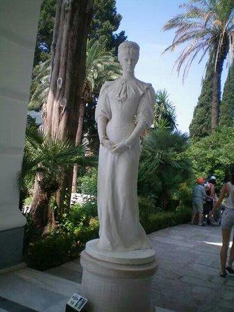 Sissi's Palace (Achilleon): A l entrée...pour accueillir les visiteurs...Sissi