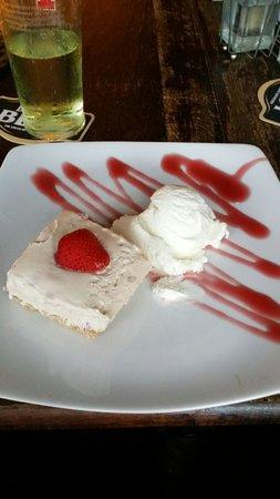 The Steamboat Inn: Homemade strawberry cheesecake. Yummy !!