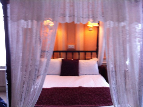 Adelphi Hotel & Spa: Our fab bed