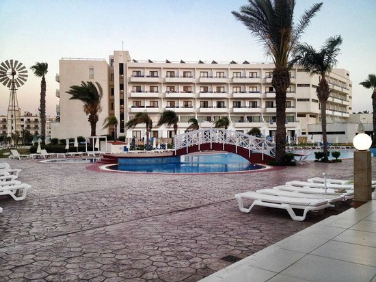 Tsokkos Beach Hotel: Pool