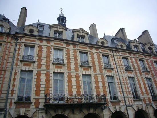 Place des Vosges : Le facciate