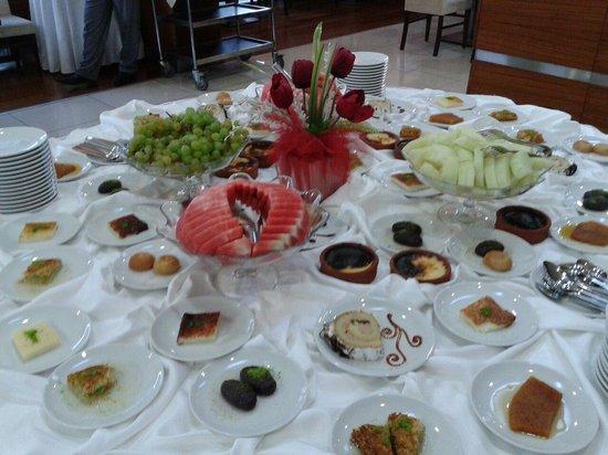 Grand Ser Hotel: Meyve ve Tatlılar