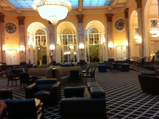 Adelphi Hotel & Spa: Huge lounge - apparently replica of lounge on the titanic