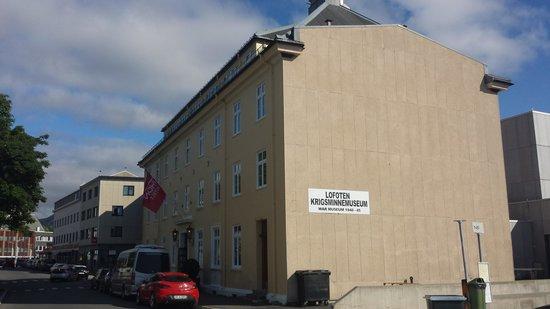 Thon Hotel Lofoten: Forsiden av ekstra-bygget, museum i 1. etg.