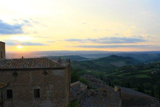 B&B Ponte a Nappo : Morning sunrise over Tuscany