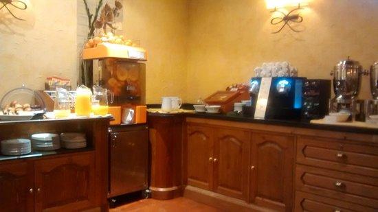 Colón Hotel: Buffet de café da manhã