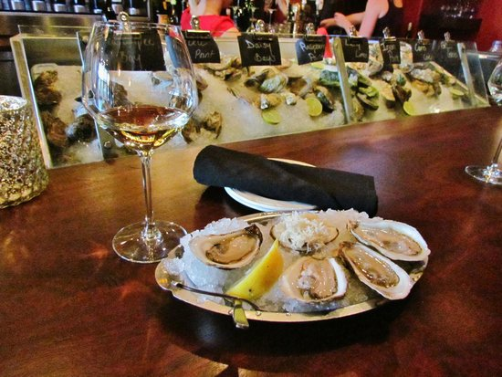 Sims Corner Steakhouse & Oyster Bar : OYSTERS AT SIM'S CORNER