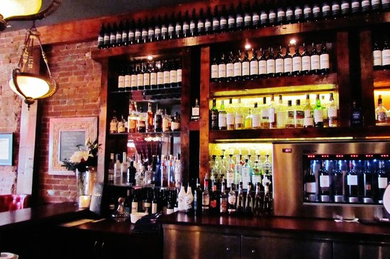 Sims Corner Steakhouse & Oyster Bar: THE BAR AT SIM'S