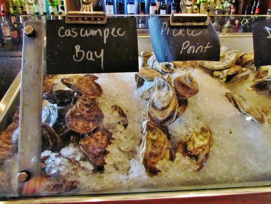 Sims Corner Steakhouse & Oyster Bar : THE DAILY OYSTER LINE-UP AT SIM'S