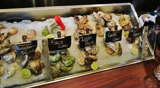 Sims Corner Steakhouse & Oyster Bar : OYSTER HEAVEN AT SIM'S CORNER OYSTER BAR/STEAKHOUSE
