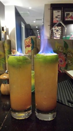 Kimpton Surfcomber Hotel: Flaming drinks