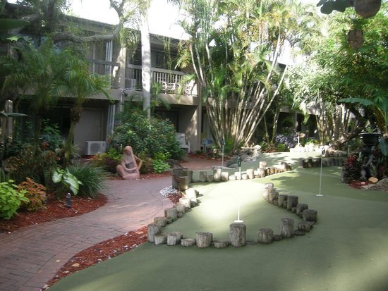 Best Western Naples Inn & Suites: hotel grounds