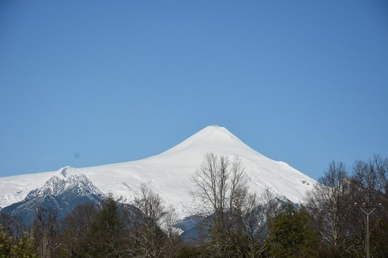Maison Nomade Eco B&B : View of Villarica Volcano from the breakfast room