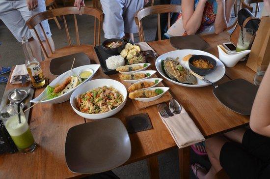 Khaima Restaurant: YUMMMM - photos don't do it justice