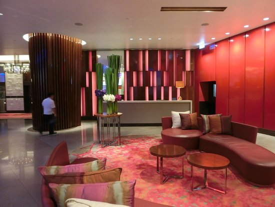 Crowne Plaza Bangkok Lumpini Park: Ground floor entrance lobby
