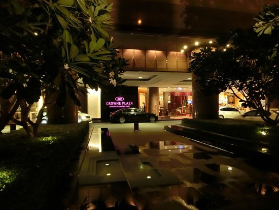 Crowne Plaza Bangkok Lumpini Park: Entrance