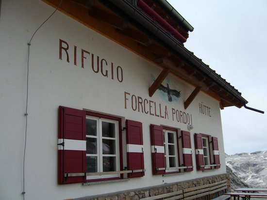 Rifugio Forcella Pordoi: Facciata del Rifugio Forcella