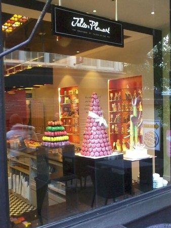 Julien Plumart Boutique: Beautiful shop window