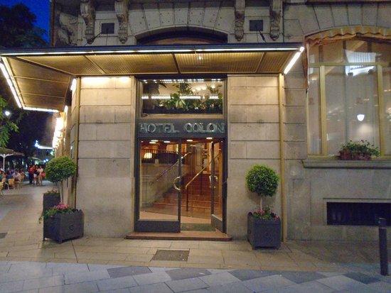 Colon Hotel: Parte frontal do Hotel Colón