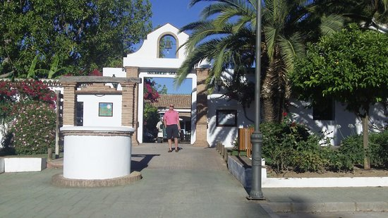 Lauro Golf: Entrance to the clubhouse.