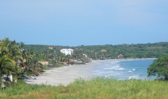 Casa de Mita: The beach from the hill next to the hotel