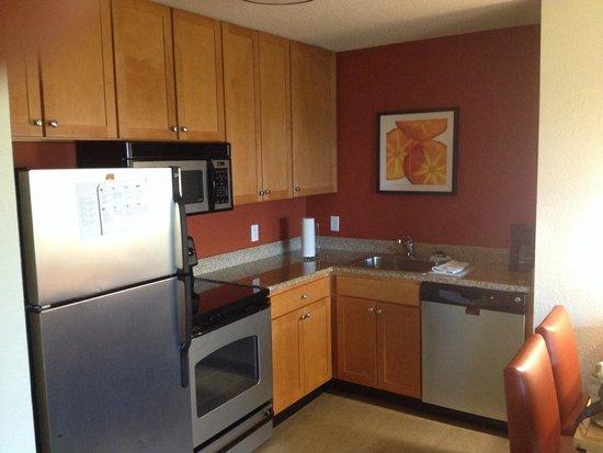 Residence Inn Neptune at Gateway Centre: Kitchen in room 309.