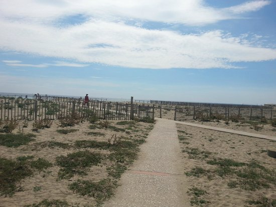 VVF Villages Les Portes Du Roussillon : acces plage