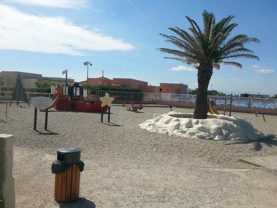 VVF Villages Les Portes Du Roussillon : terrain de jeu