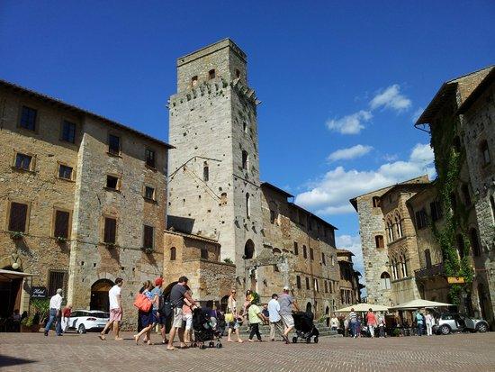 Piazza della Cisterna: Panoramica