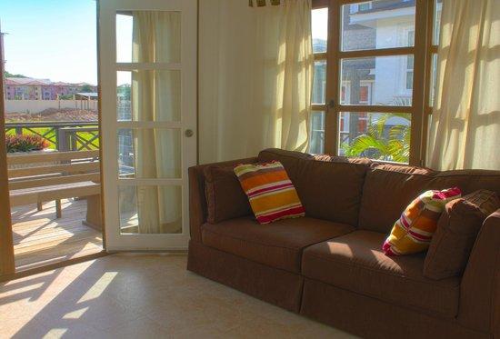 Henry Morgan Resort: Sala de Villa