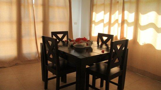 Henry Morgan Resort: Comedor villa