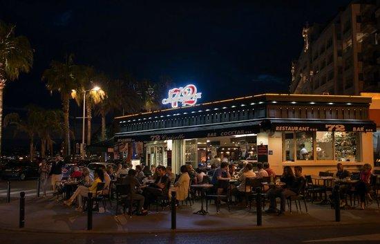 72 Bar: 72 by night!