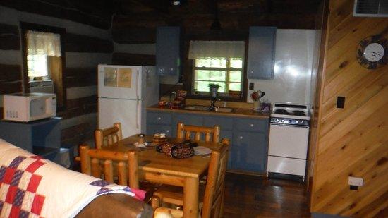 Hocking Hills Frontier Log Cabins : KITCHEN