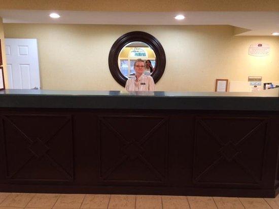 Residence Inn Jacksonville Airport: Front Desk w/ Teresa