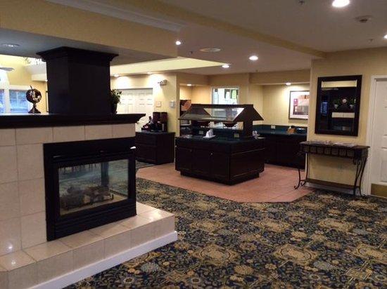 Residence Inn Jacksonville Airport: Lobby/Breakfast Area