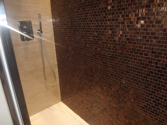 Rome Life Hotel: bañera habitación standar