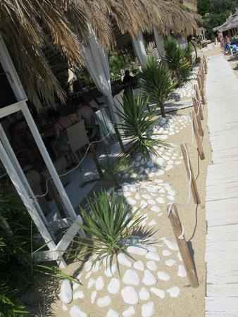 Oceanview Beach Hotel: Beach bar