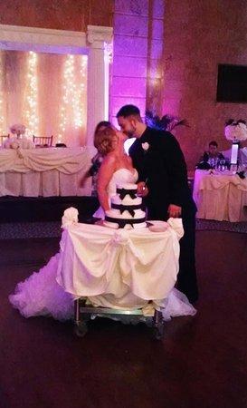 Hilton Albany: Ashlee and Will and wedding cake
