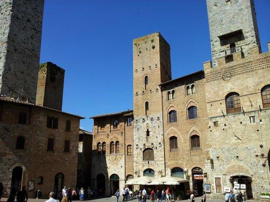 Collegiata di Santa Maria Assunta - Duomo di San Gimignano: Piazza Duomo una vista