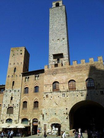 Collegiata di Santa Maria Assunta - Duomo di San Gimignano: Sempre Piazza Duomo