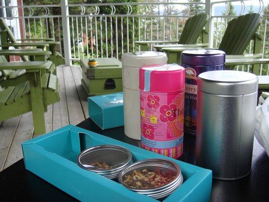 Le Gite les 13 Lunes : Breakfast tea on the balcony
