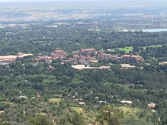 Broadmoor Golf Club Dining Room & Grill: Broadmoor from a hike about 1000 feet above