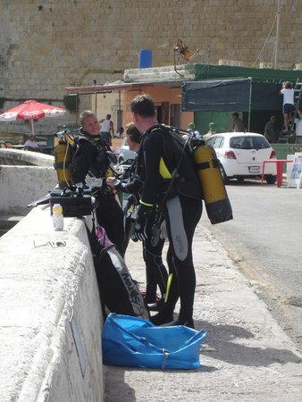 Neptunes Diving Malta: Getting ready to go, its now or never !!
