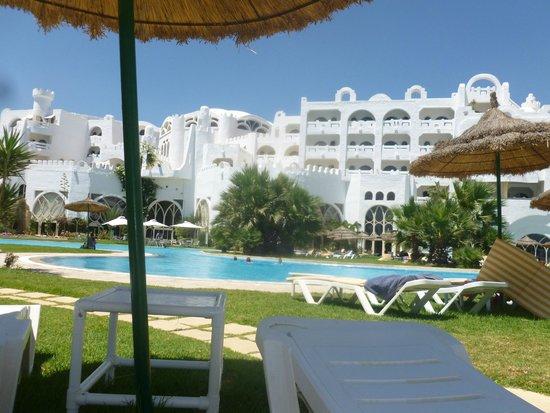 Lella Baya: Pool View