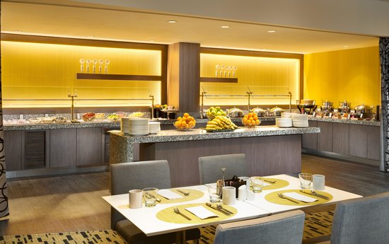 Hilton San Francisco Airport Bayfront: Join us for breakfast or lunch and enjoy a wide variety of menu choices from specialty sandwich.